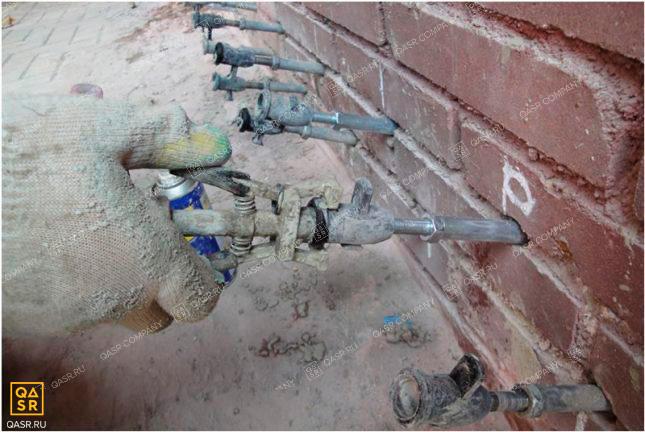 инъектирование стен специальными составами